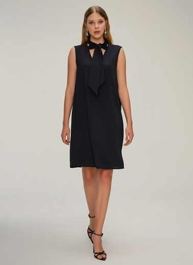 NGSTYLE Bağcık Yakalı İnce Krep Elbise Siyah